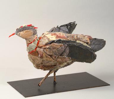 L'oiseau rare au bec rouge